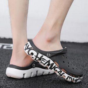 2020 Men Sandals Hole Shoes Rubber Clogs For Men EVA Graffiti Garden Shoes Black Adulto Chicas Hombre Size 38-47