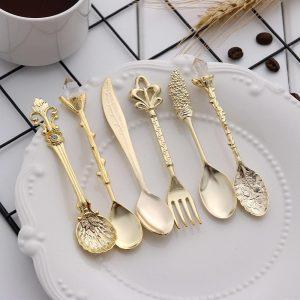 6pcs Vintage Spoons Fork Mini Royal Style Metal Gold Carved Coffee Snacks Fruit Prikkers Dessert Fork Kitchen Tool Teaspoon 1set