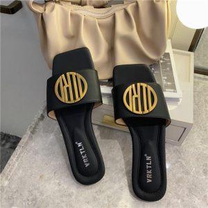 2020 Women Slippers Sandals Shoes Comfy Antiskid Flat Sole Slippers Woman Metal Decoration Sandals Slides Beach Shoes