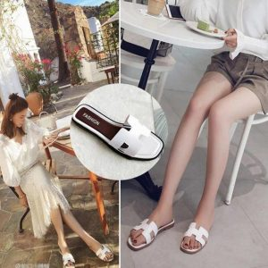 2020 new summer and South Korean women's slippers wear flat sandals and all kinds of fashionable outdoor beach slippers