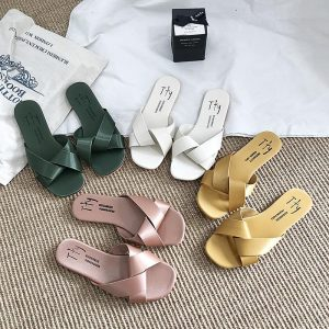 2020 New Women Slipper Round Toe Colors Summer Beach Slides Flip Flops Outdoor casual Cross Straps Shoes Woman Solid Slides